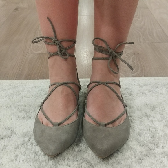 af3fdb1fee2 Steve Madden Eleanorr Suede Lace Up Flats. M 5b273a9a5c44525a33d5c7a7